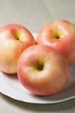 2 äpplen tre Fotografering för Bildbyråer