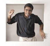 2 är gladlynt indiska mananledningar som kopplas av till Arkivbilder