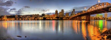 2 śródmieścia noc panoramy Portland linia horyzontu Obrazy Stock