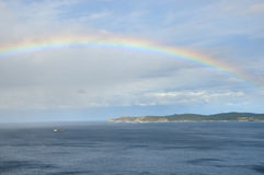 2 αριθ. πέρα από τη θάλασσα ουράνιων τόξων Στοκ φωτογραφία με δικαίωμα ελεύθερης χρήσης