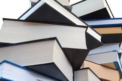 2 βιβλία που διαβάζονται Στοκ φωτογραφία με δικαίωμα ελεύθερης χρήσης