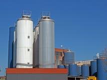 2 δεξαμενές εργοστασίων Στοκ Εικόνες