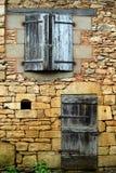 2 κλειστά Windows παραθυρόφυλλων πορτών Στοκ Φωτογραφίες