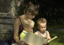 2 μαθαίνοντας έξω Στοκ εικόνες με δικαίωμα ελεύθερης χρήσης