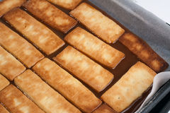 2 μπισκότα καραμέλας πέρα από  Στοκ Εικόνες