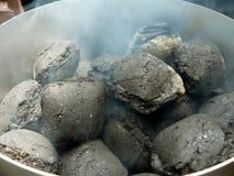 2 μπορούν αργή καύση καπνοδόχων ξυλάνθρακα Στοκ Εικόνα