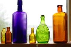 2 μπουκάλια ζωηρόχρωμα στοκ εικόνες