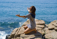 2 νεολαίες γυναικών βράχο Στοκ Εικόνα