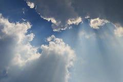 2 πίσω ακτίνες σύννεφων Στοκ Εικόνες