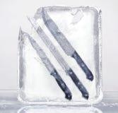2 παγωμένα μαχαίρια που τίθ&epsilo Στοκ Εικόνες