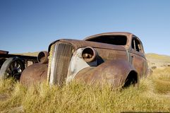 2 παλαιός σκουριασμένος coupe στοκ εικόνες