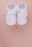 2 παπούτσια μωρών στοκ εικόνα
