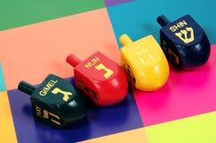 2 που χρωματίζονται dreidels Στοκ Φωτογραφία