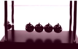 2 σφαίρες newtons στοκ φωτογραφίες με δικαίωμα ελεύθερης χρήσης