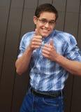 2 το δόσιμο nerd του χαμόγελου φυλλομετρεί επάνω Στοκ εικόνες με δικαίωμα ελεύθερης χρήσης