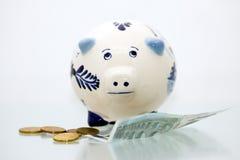 2 τράπεζα μπλε Ντελφτ piggy Στοκ φωτογραφία με δικαίωμα ελεύθερης χρήσης