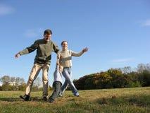 2 χορεύοντας οικογένεια στοκ εικόνες με δικαίωμα ελεύθερης χρήσης