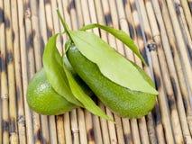 2 авокадоа на таблице Стоковая Фотография RF