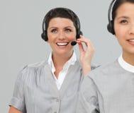 2 агента обслуживания клиента с шлемофоном дальше Стоковые Фотографии RF