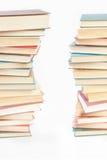 2 башни книг на белизне Стоковые Фотографии RF