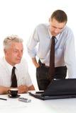 2 бизнесмена работая совместно Стоковые Изображения RF