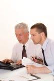 2 бизнесмена работая совместно Стоковое Фото