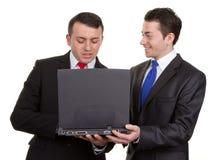 2 бизнесмена с компьютером Стоковая Фотография