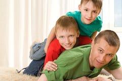 2 брать и его отец Стоковая Фотография RF