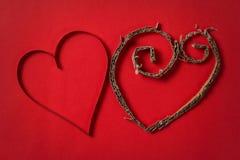 2 бумажных сердца от выше Стоковая Фотография