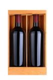 2 бутылки красных вина в деревянном случае Стоковое фото RF