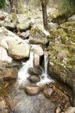 2 водопада между утесами Стоковое Изображение