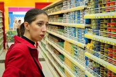 2 выбирают женщину продуктов Стоковое Фото