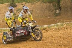 2 гонщика едут мотовелосипед sidecar Стоковое фото RF