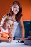 2 девушки делая домашнюю работу Стоковая Фотография RF