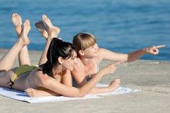 2 девушки на море Стоковые Фото