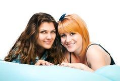 2 девушки на подушке Стоковая Фотография RF