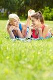 2 девушки пригодности напольной Стоковые Изображения RF