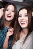 2 девушки smiley Стоковое Изображение