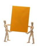 2 деревянных куклы держа желтую бумагу Стоковое Изображение