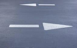 2 дирекционных стрелки дороги Стоковое фото RF