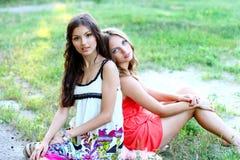 2 довольно кавказских подруги Стоковое Фото