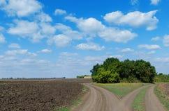 2 дороги и пасмурного небо Стоковые Изображения