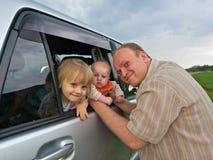 2 дочи младенца будут отцом счастливого Стоковые Фотографии RF