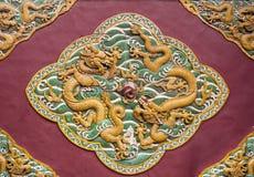 2 дракона curvetting с перлой Стоковое Фото
