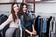 2 друз в магазине Стоковое фото RF
