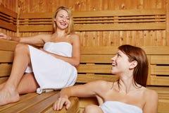 2 друз в sauna Стоковые Фото