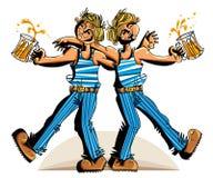 2 друз пива выпивая Стоковые Фотографии RF