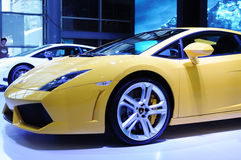 2 желтый цвет lp lamborghini gallardo 550 coupe Стоковое Фото