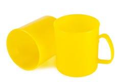 2 желтых пластичных чашки Стоковые Фотографии RF