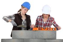 2 женских bricklayers Стоковое Изображение RF